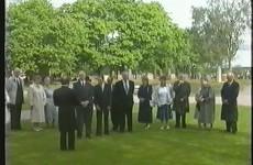 Kransnedläggning vid prästgravar 1993 - Vimeo thumbnail